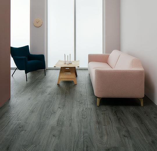 forbo-rustic-anthracite-oak-woonkamer